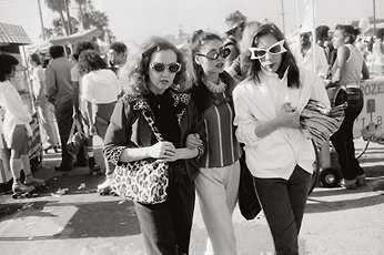 Garry Winograd, photograph of three women in crowd wearing sunglasses linking arms