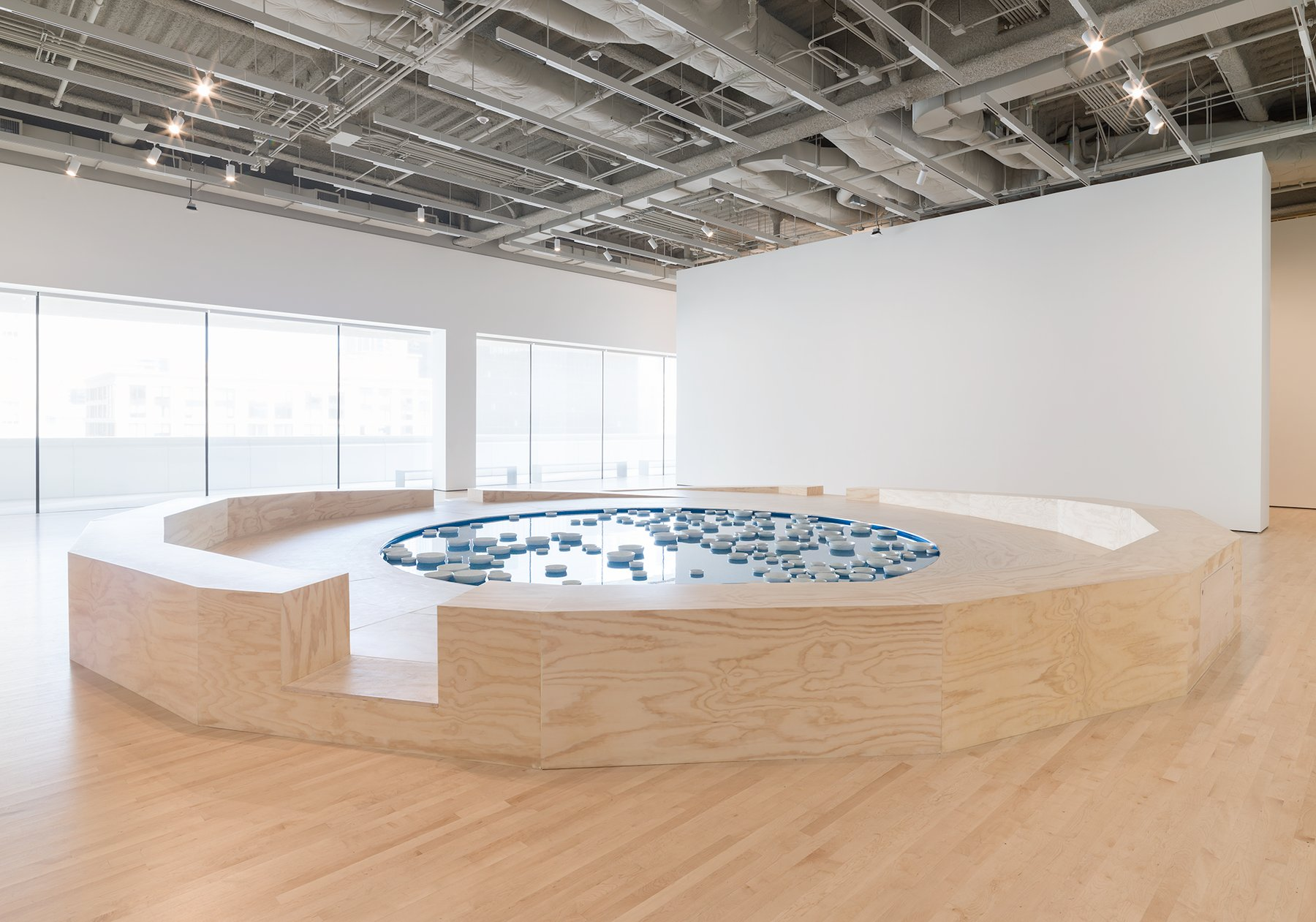 A gallery shows a pond filled with white bowls, Boursier-Mougenot, Soundtracks