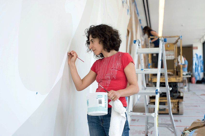 Photo of Rosana Castrillo Díaz working on a painting