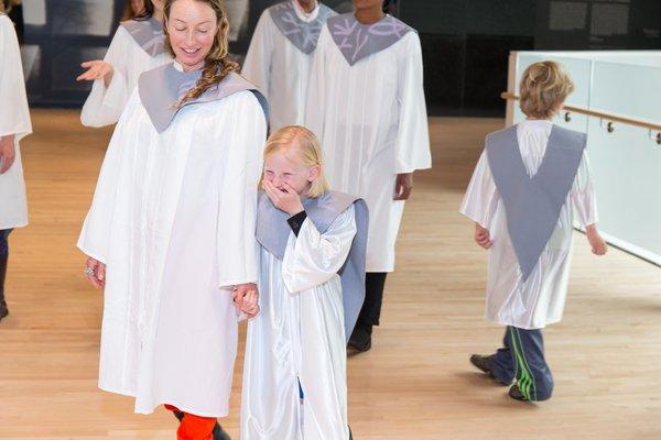 Chris Kallmyer performance with children