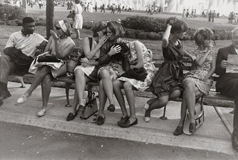 Garry Winogrand, photo of eight people sitting on bench in New York