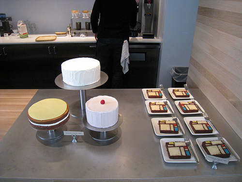 Wayne Thiebaud-inspired cakes at the new Rooftop Garden BLUE BOTTLE cafe!