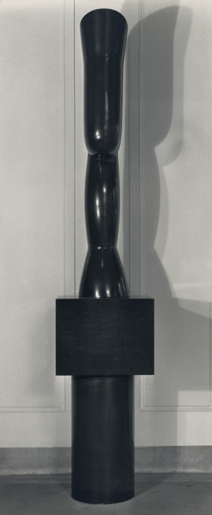 "Charles Sheeler, Study of the Brancusi sculpture ""Portrait of Mrs. Eugene Meyer."" © The Lane Collection. Photograph courtesy of the Department of Image Collections, National Gallery of Art Library, Washington, DC."