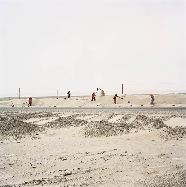 Daniel Schwartz, Freeing the Silk Road from Shifting Sand Dunes, Taklamakan, Xinjiang, China..., 2001