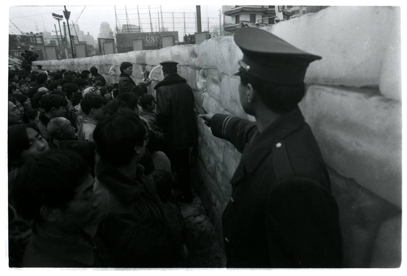 Wang Jin, Ice · 96 Central Plains (1996), performance and installation. Courtesy of the artist.