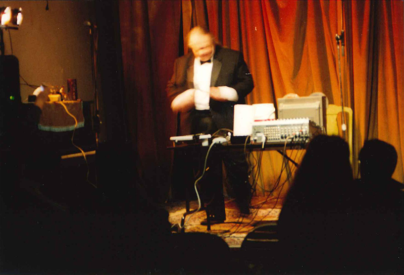 Tom Duff performing at the Acme Observatory series, December 7, 2002. Photo courtesy Matt Ingalls.