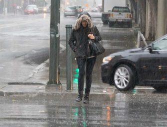 死都不撐傘?接下來的雨可能得逼舊金山人買傘了!