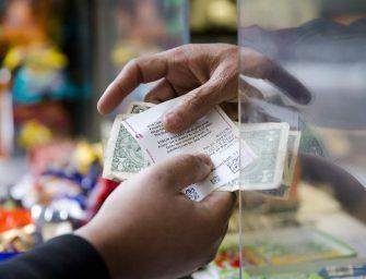 失業男子花了$10買彩券,跑到店裡大喊「我中獎!我中獎了!」