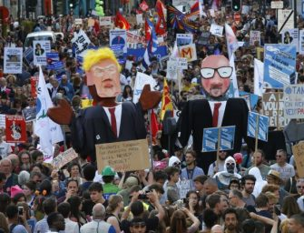 北约领导人峰会周四召开,左翼人士抗议