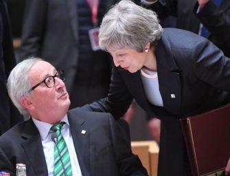 特蕾莎·梅内外交困  英国脱欧风暴加剧