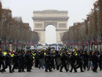 """巴黎连续第五个周末爆发""""黄背心""""抗议"""