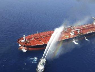 两艘油轮安曼湾遇袭 美国称伊朗是幕后黑手