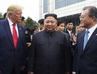 """文在寅:日本有关韩国违反对朝制裁规定的报道指控构成""""重大挑战"""""""