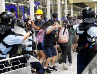 到底是谁在摧毁香港?