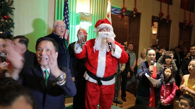 洛杉矶这家酒店的圣诞点灯一个世纪从未停过!