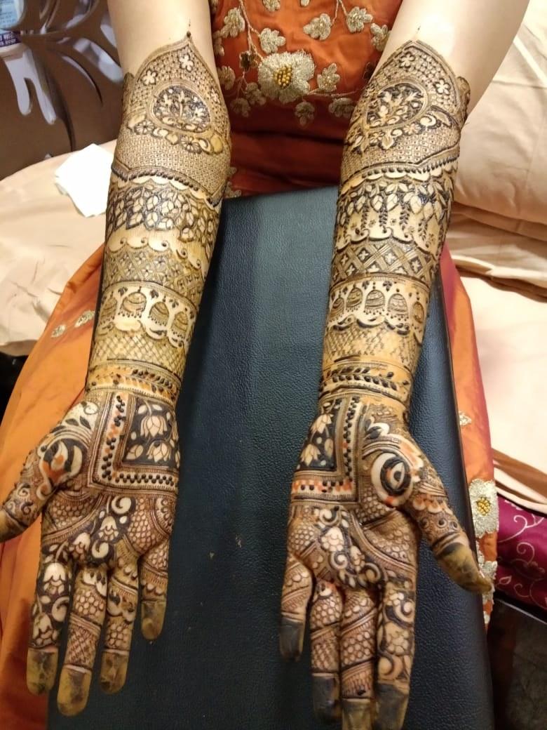 Ravi Mehandi Arts - Portfolio