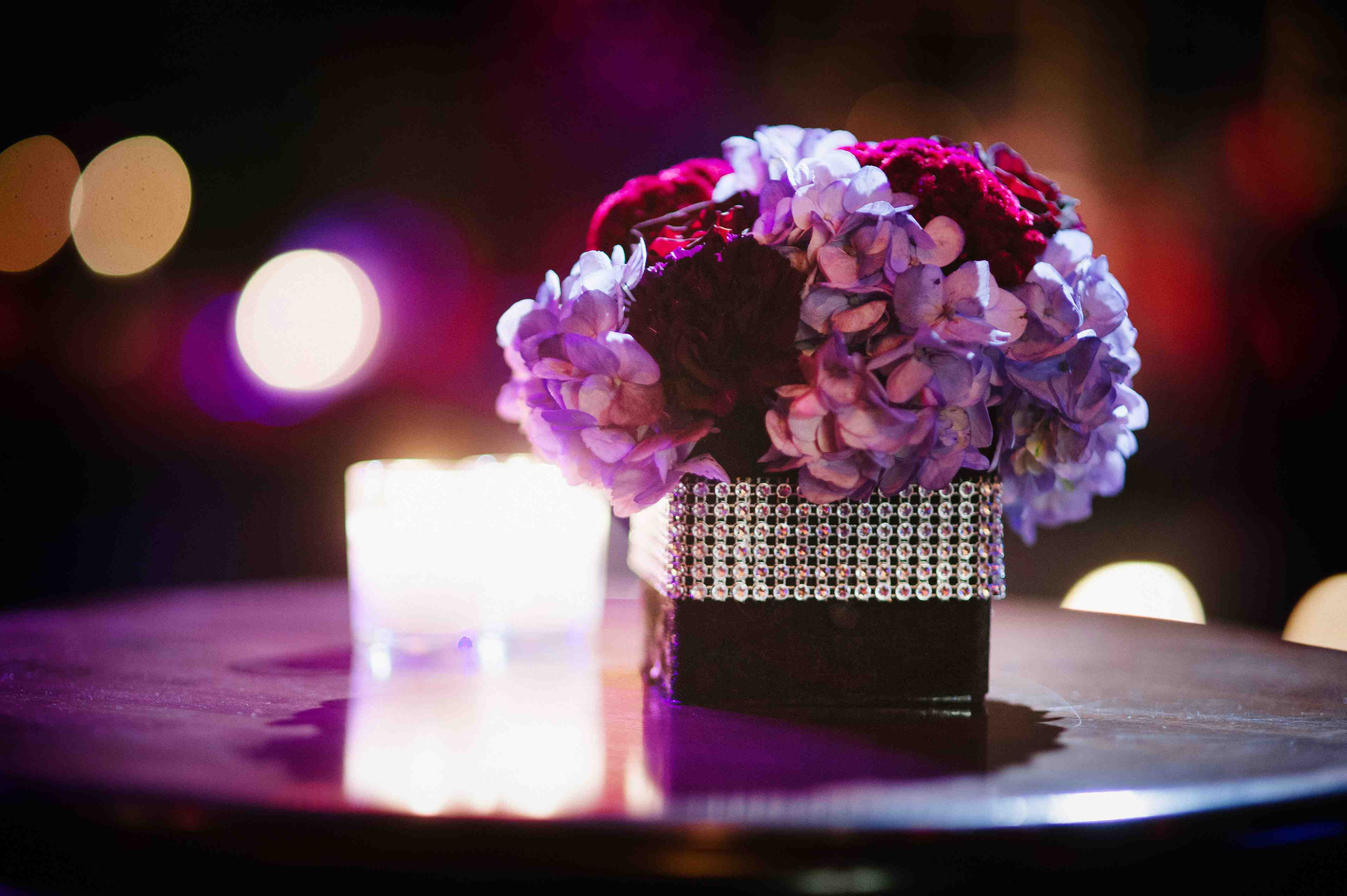 Floral table decor shaadiwish theme christian weddings category cocktail junglespirit Image collections