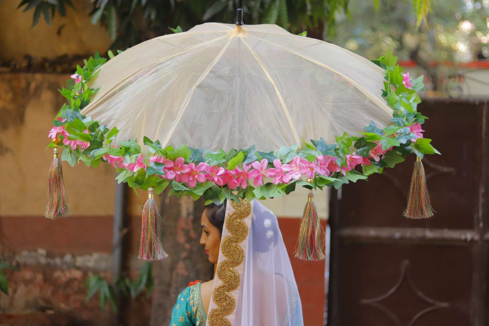 Bridal Entry Under Umbrella Shaadiwish