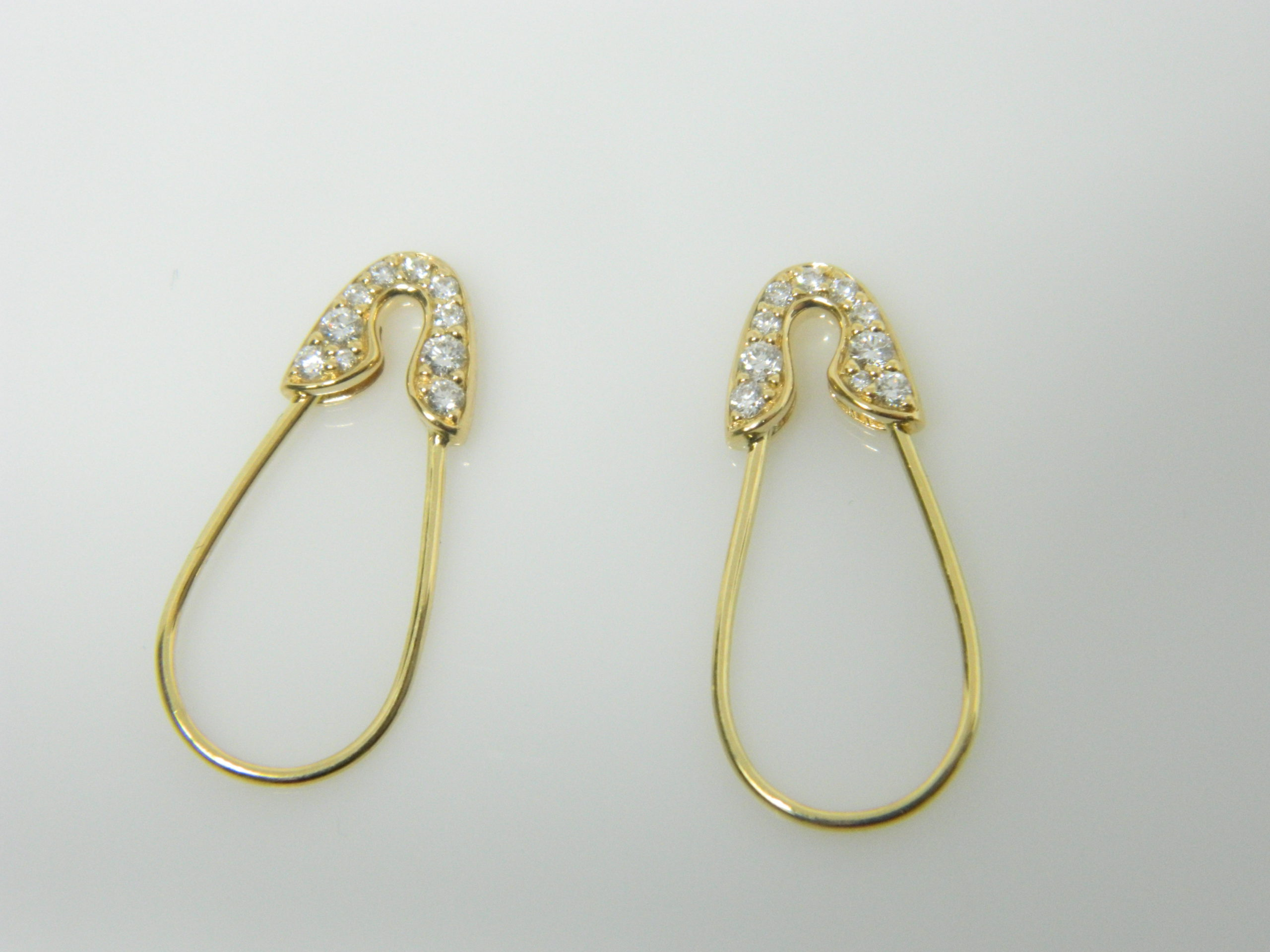 18 Karat Yellow Gold Drop Mounted Safety Pin Earrings with 20 Round Cut Diamonds weighing 0.24cts - 23mm