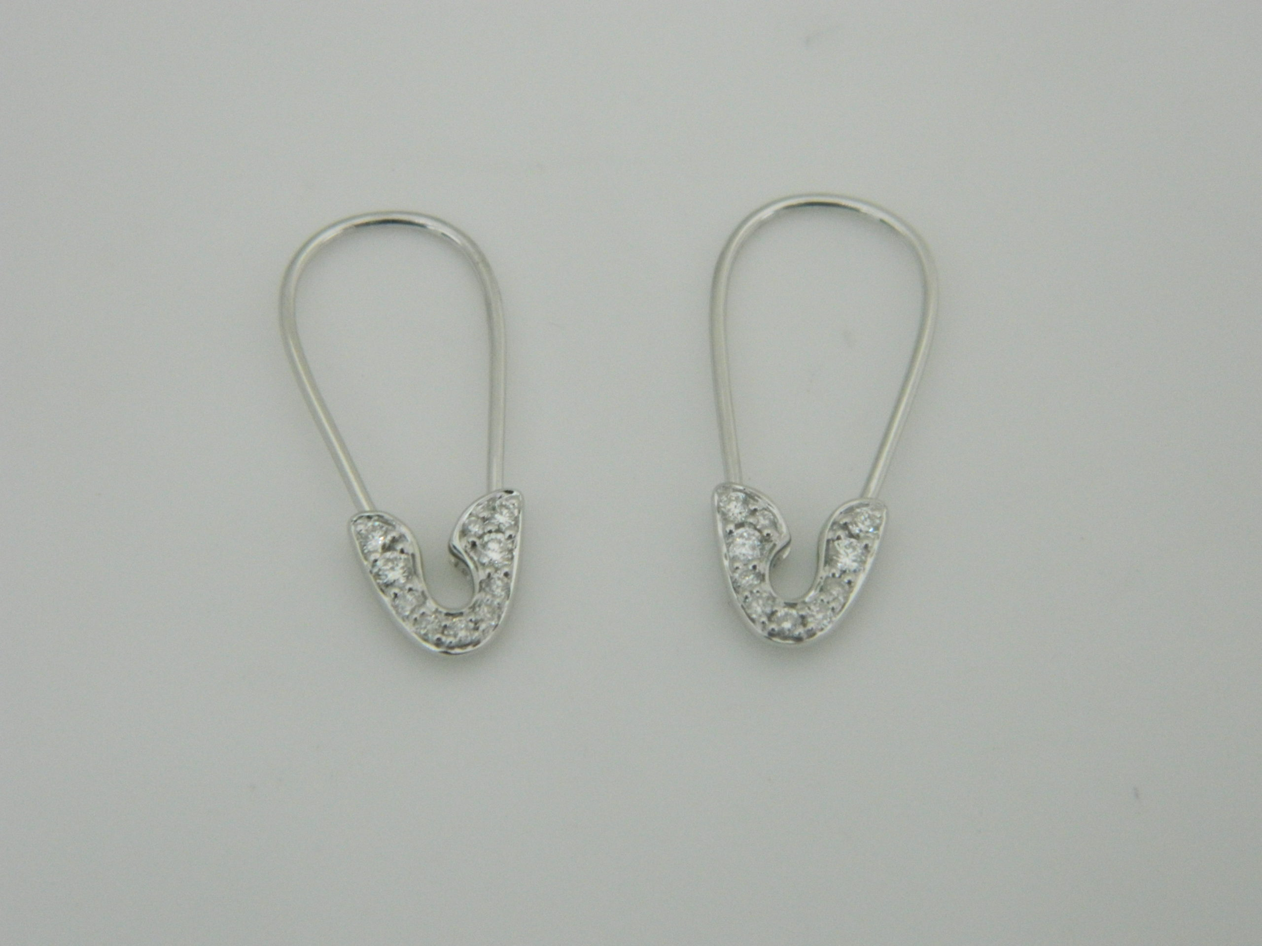 18 Karat White Gold Drop Mounted Earrings with 20 Round Cut Diamonds weighing 0.22ct tw. - 23MM