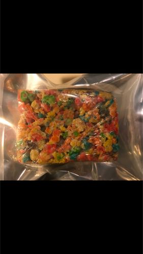 FRUITY PEBBLE RICE CRISPY