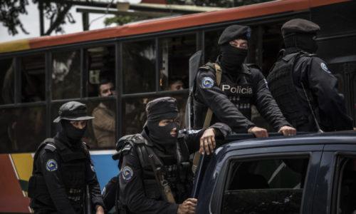 Las escenas de policías encapuchados y fuertemente armados se volvieron el pan de cada día.