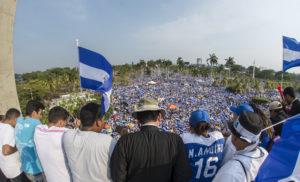 28 de abril de 2018. Apoyo masivo a la peregrinación convocada por la Iglesia católica. Foto/ Oscar Navarrete