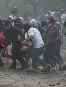 El 21 de abril este ciudadano que enfrentaba con piedras a la Policía fue alcanzado por una bala, que le impactó en la cabeza.
