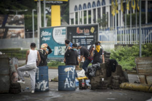 Tranque en la zona de la Universidad Nacional Autónoma de Nicaragua (UNAN), en Managua. Los estudiantes solo permitían el paso a los vecinos. 18 de mayo de 2018. Foto/ Oscar Navarrete