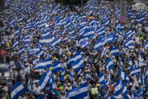 En Nicaragua, desde que volvió al poder, en el 2007, Daniel Ortega ha querido tener control total de las calles, reprimiendo cualquier tipo de marcha. Así inició la rebelión de abril, con una brutal represión contra ciudadanos que marchaban en desacuerdo con la reforma a la ley del Seguro Social. Después de varías marchas multitudinarias en el país en la que se pedía la salida del poder de la pareja presidencial, el régimen Ortega-Murillo ha prohibido cualquier intento de salir a las calles.