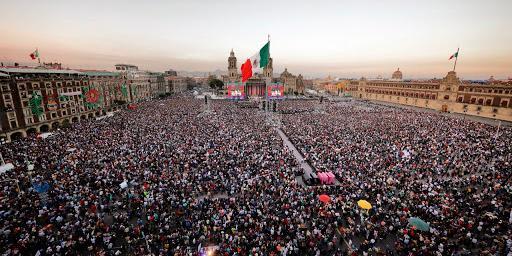 Cuestione   México   La 4T está de fiesta en el Zócalo