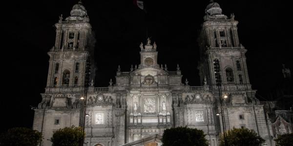México | Buenas noticias: la Catedral Metropolitana tiene un seguro contra incendio