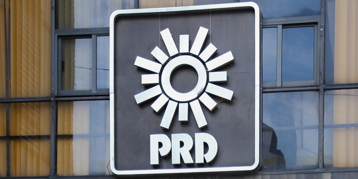 Cuestione   A Fondo   (Acompáñame a ver la triste) historia del PRD