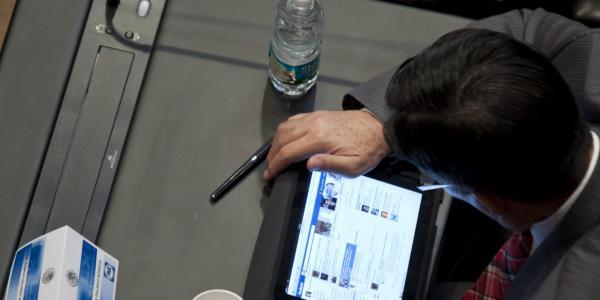 Global | Facebook, Twitter y nuestro derecho a la información