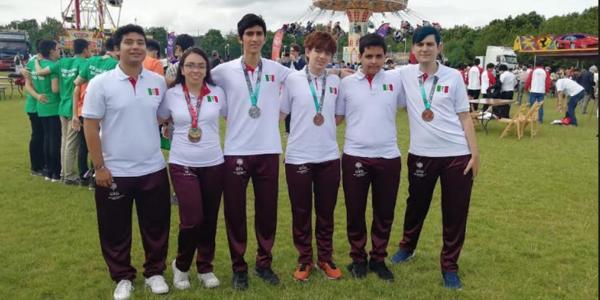 México | Ganaron medallas en matemáticas a pesar del abandono del gobierno (y gracias a Del Toro)