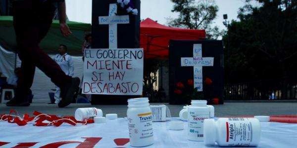 México | Gobierno insiste que sí hay antirretrovirales, pero la realidad tiene otros datos