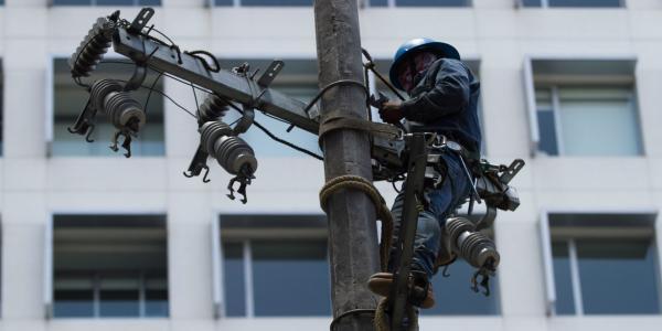 México | Gobiernos se cuelgan de la luz y no pagan a la CFE
