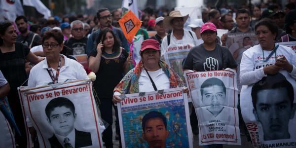 México | ¿Guerrilleros buscaron a familiares de los 43 de Ayotzinapa?