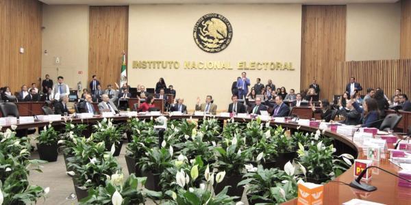 México | INE contrata de nuevo a empresa que colapsó pasaportes hace 4 años