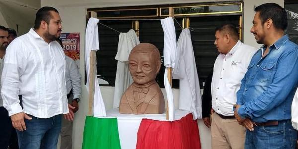 Hashtag | Juárez, un presidente de otra galaxia... literal