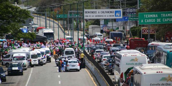 México | La Autopista del Sol, 26 años de aumentos en tarifas, bloqueos y derrumbes
