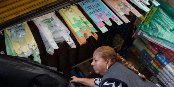 México | La prohibición de bolsas de plástico sacude a una industria dormida en sus laureles