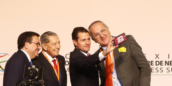 Cuestione   Hashtag   Peña y su selfie con AMLOVE