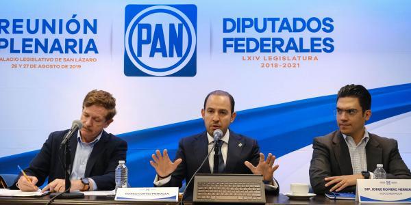 México | Líderes políticos se dan salarios presidenciales