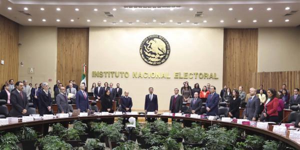 México | Las (muy, pero muy) caras asesorías al INE