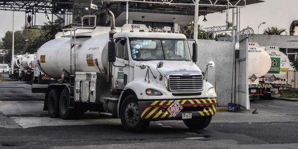 México | Pemex pidió prestado para comprar pipas