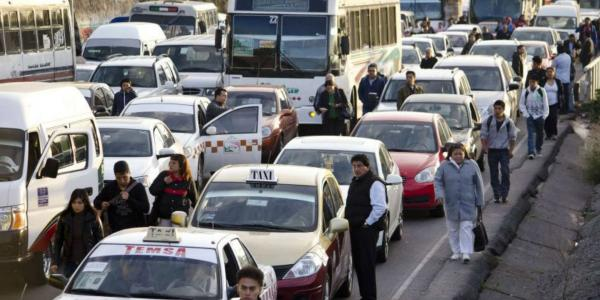 Cuestione   México   Viacrucis en la autopista México-Pachuca