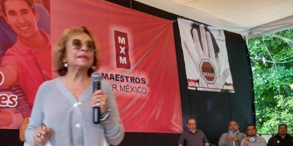 Cuestione | México | Y como el ave Fénix, Elba Esther resurge