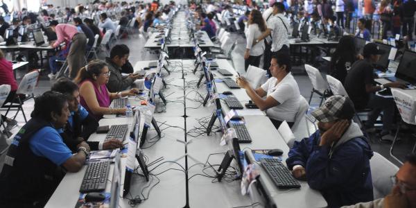 Cuestione | México | Estos son los obstáculos para que AMLO lleve internet a todo el país