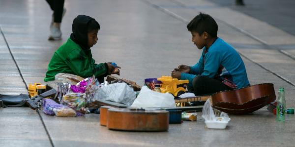 México | Sin familia y en albergues: la realidad de 33 mil niñas y niños en México